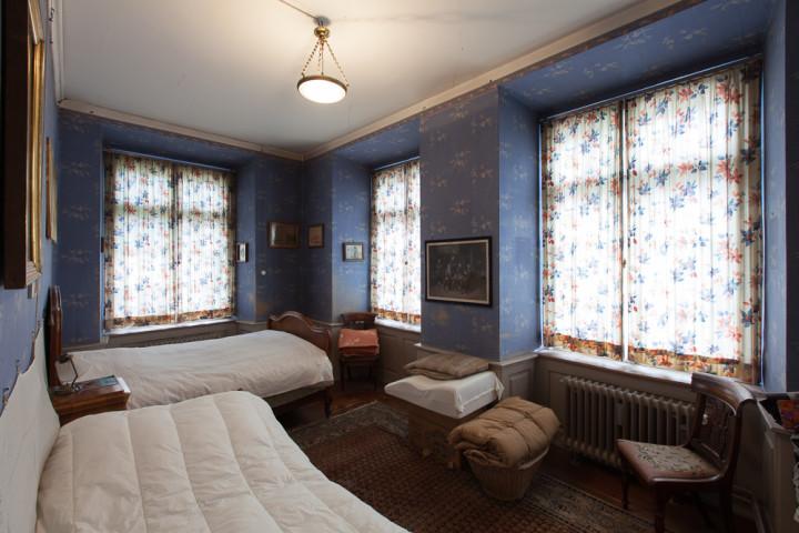 Schlafzimmer in der Nordostecke in der Zellweger-Wohnung im zweiten Obergeschoss, 2014 (Foto: schattenwerk.ch).